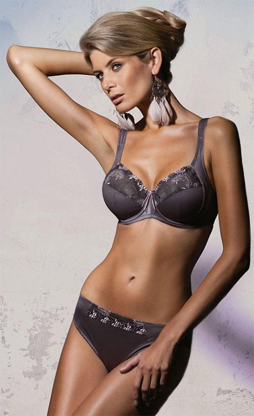 Nevyztužená podprsenka Charme s kosticemi je vhodná pro velká prsa